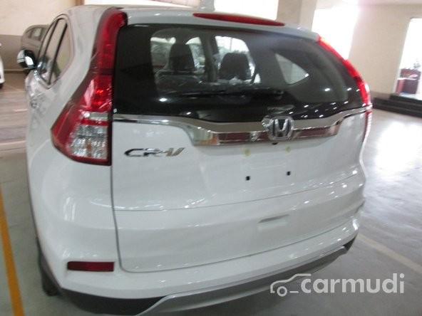 Bán xe Honda CR V 2.4L sản xuất 2015, màu trắng. Xe sử dụng nhiên liệu xăng