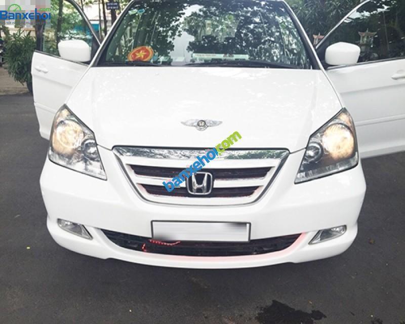 Cần bán lại xe Honda Odyssey năm 2005, màu trắng, nhập khẩu chính hãng, còn mới