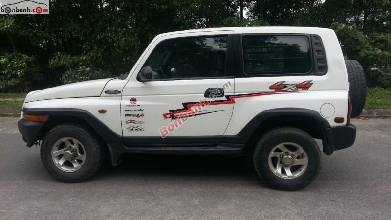 Bán xe Ssangyong Korando TX5 đời 2003, màu trắng, nhập khẩu chính hãng, số sàn, giá chỉ 205 triệu