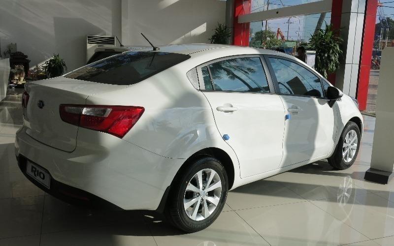 Cần bán Kia Rio đời 2015, màu bạc, nhập khẩu nguyên chiếc nhanh tay liên hệ