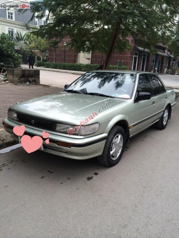 Gia đình cần bán xe Nissan Bluebird năm 1992, màu bạc