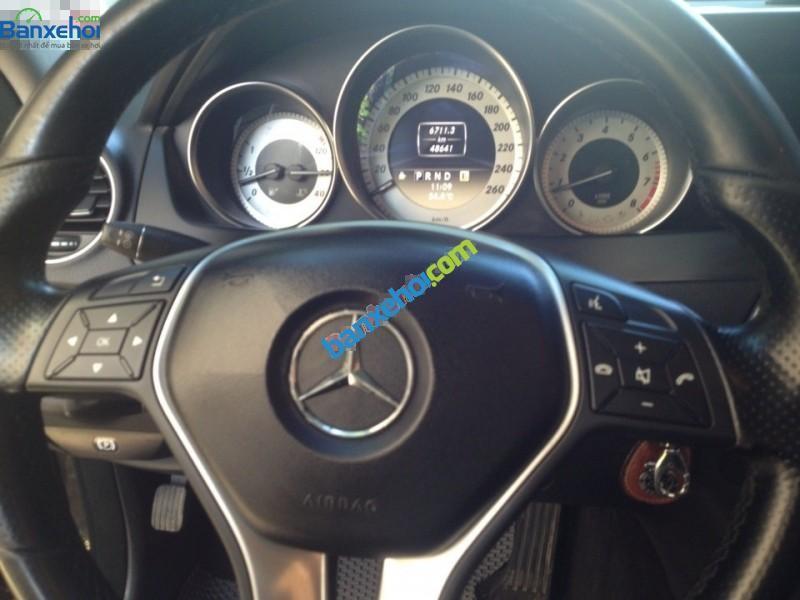 Bán Mercedes đời 2011, màu đen, như mới, 920tr, xe đẹp như mới