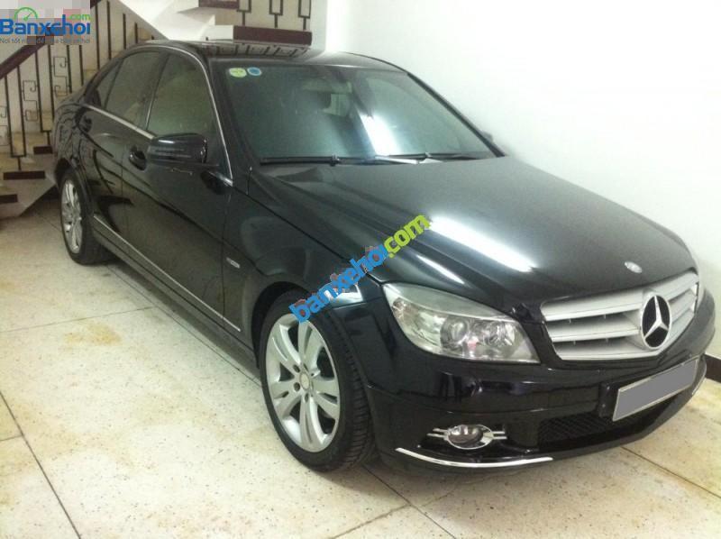 Gia đình bán xe Mercedes đời 2010, màu đen, đẹp như mới, giá tốt