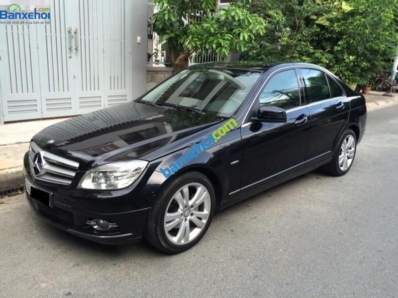 Gia đình cần bán xe Mercedes đời 2010, màu đen