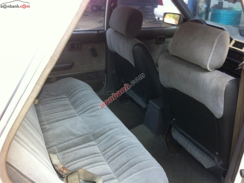Bán xe Nissan Bluebird sản xuất 1989, màu trắng, nhập khẩu nguyên chiếc