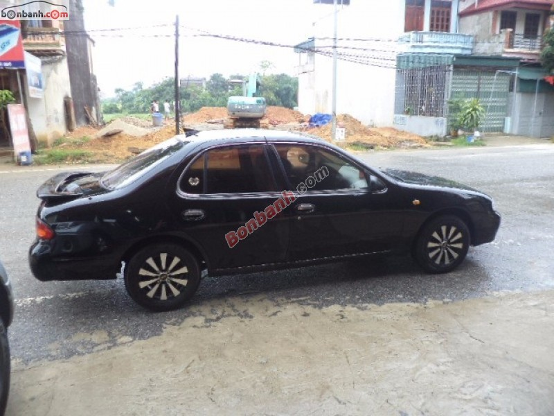 Bán xe Nissan Bluebird 1993, màu đen, nhập khẩu, còn mới