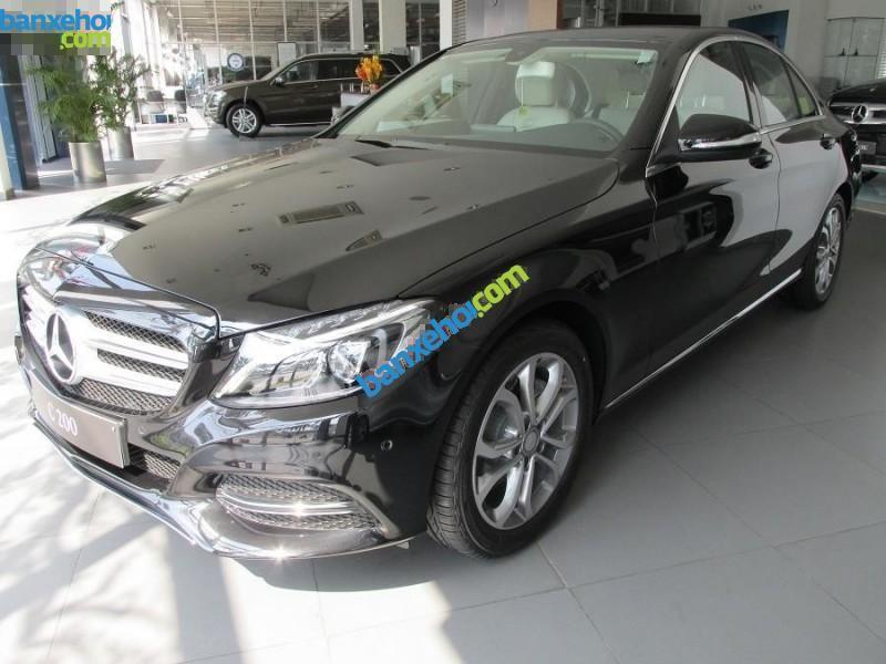 Bán xe Mercedes đời 2015, màu đen, thiết kế bắt mắt