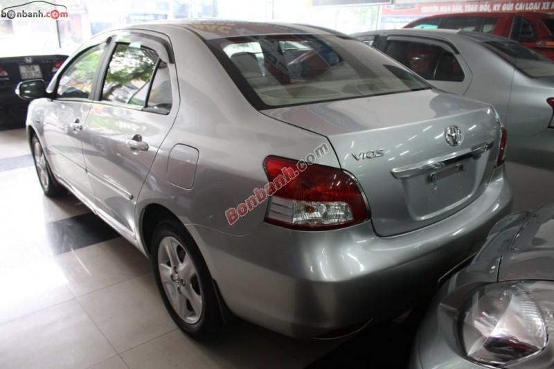 Cần bán lại xe Toyota Vios E đời 2009, màu bạc xe gia đình