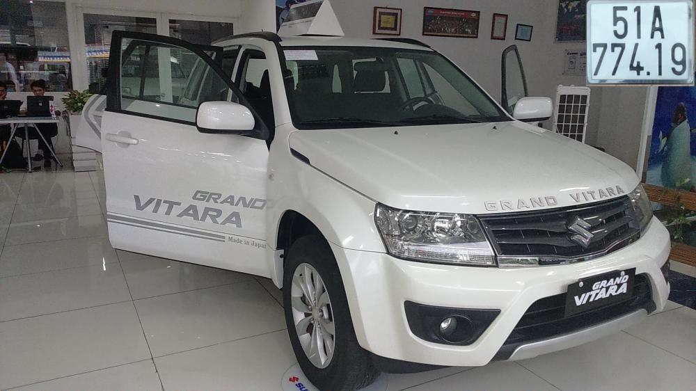 Bán xe Suzuki Grand Vitara 2.0A/T sản xuất 2013, màu trắng, nhập khẩu nguyên chiếc
