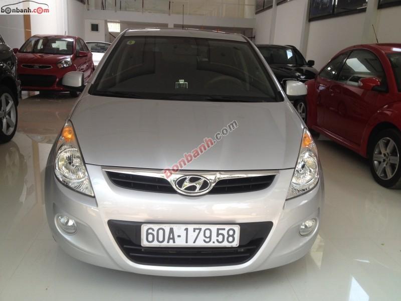 Cần bán lại xe Hyundai i20 đời 2012, màu bạc, nhập khẩu nguyên chiếc số tự động, giá 475Tr