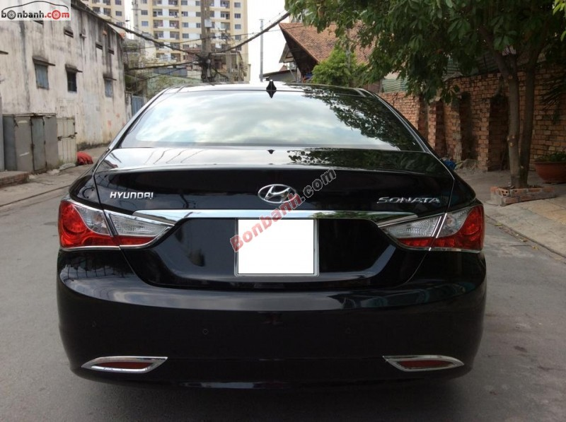 Cần bán gấp Hyundai Sonata đời 2011, màu đen, nhập khẩu chính hãng xe gia đình, 740 triệu