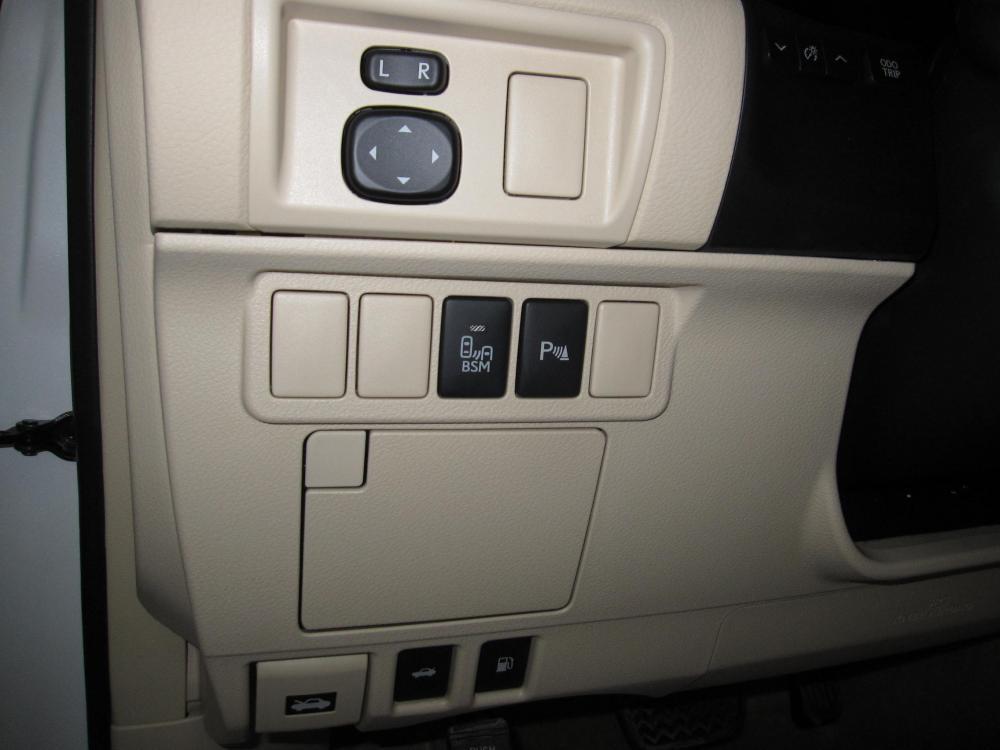 Cần bán Lexus ES 300h đời 2015, màu trắng, xe nhập