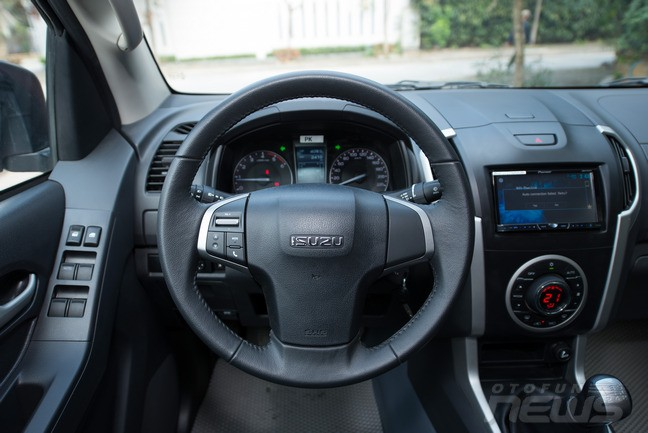 Bán ô tô Isuzu Dmax LS sản xuất 2015, màu đỏ, nhập khẩu chính hãng
