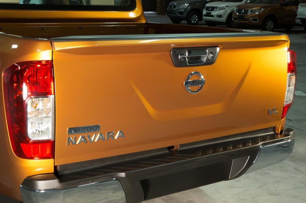 Cần bán xe Nissan Navara NP300 đời 2015, màu vàng, nhập khẩu nguyên chiếc