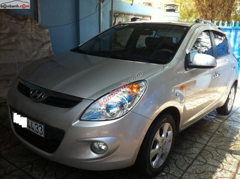 Mình cần bán xe Hyundai i20 AT sản xuất 2012, màu bạc, nhập khẩu nguyên chiếc
