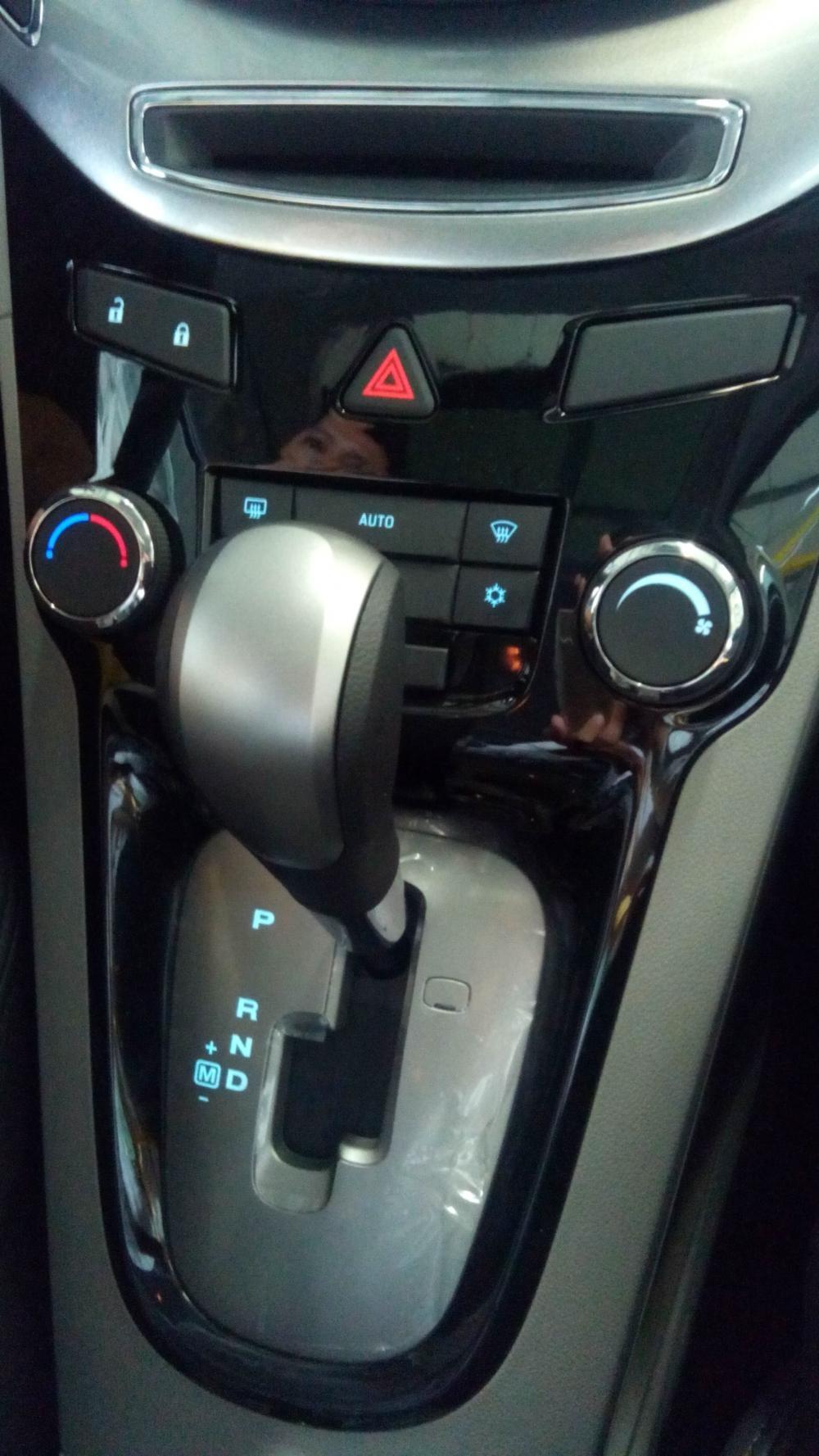 Cần bán xe Chevrolet Orlando 1.8LTZ sản xuất 2014, màu trắng