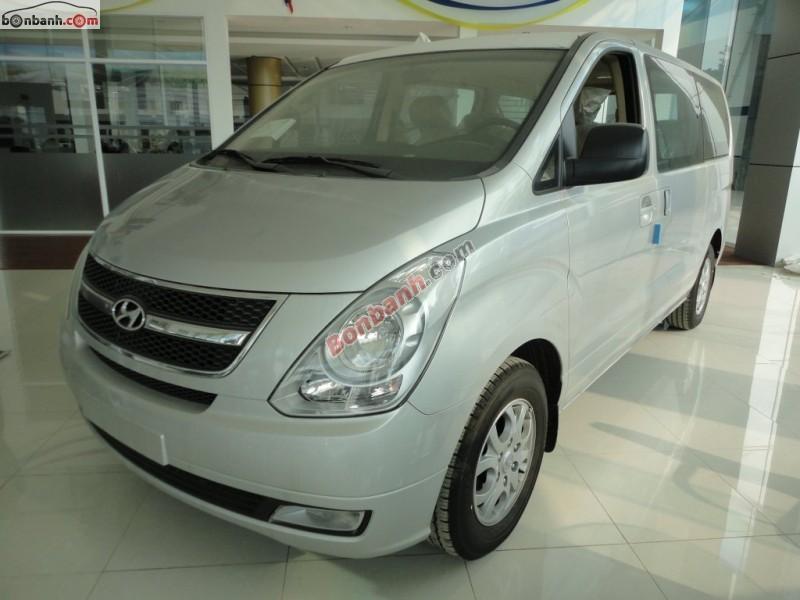 Bán xe Hyundai Starex 2.4 đời 2015, màu bạc, xe nhập