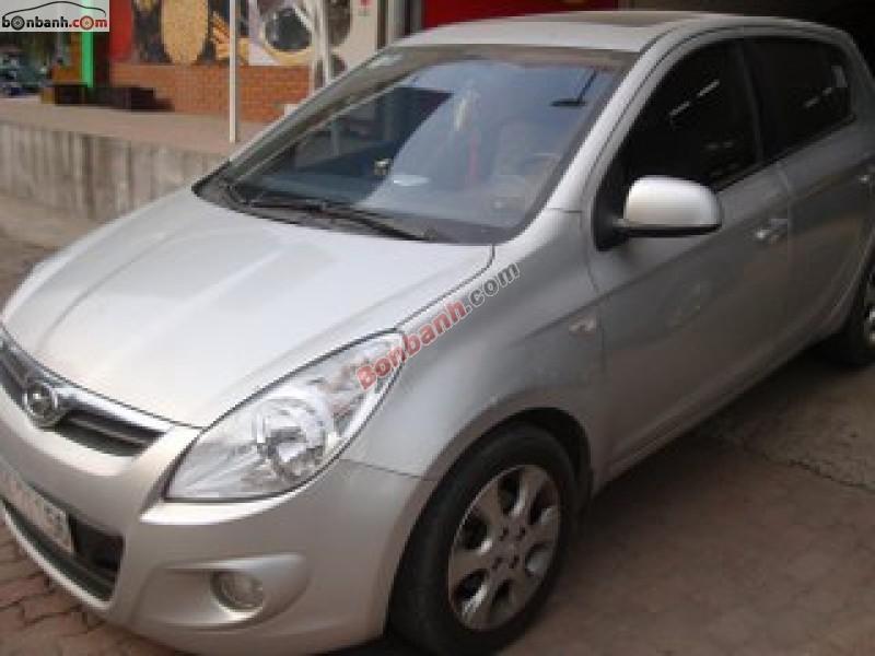 Ô tô Thái Hoàn cần bán Hyundai i20 đời 2011, màu bạc, xe nhập