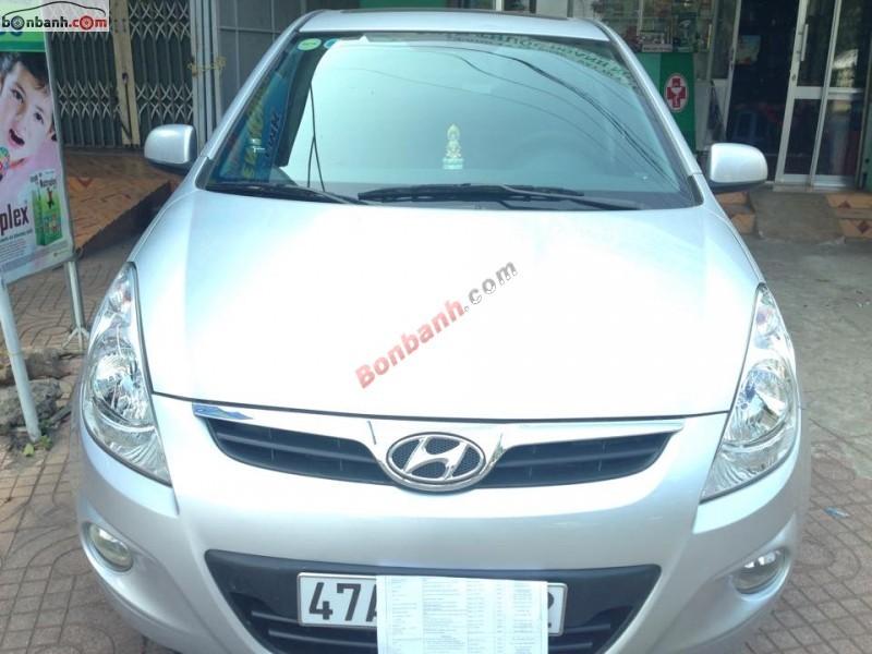 Mình cần bán xe Hyundai i20 AT 2010, màu bạc, nhập khẩu nguyên chiếc số tự động