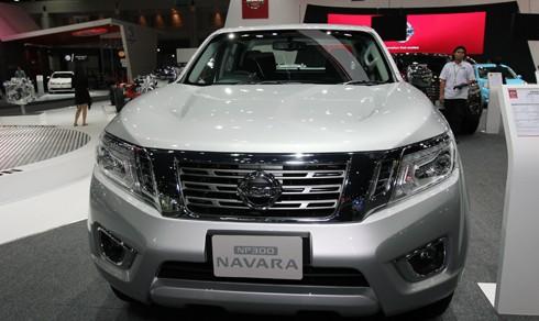 Cần bán xe Nissan Navara đời 2015, màu bạc, xe nhập
