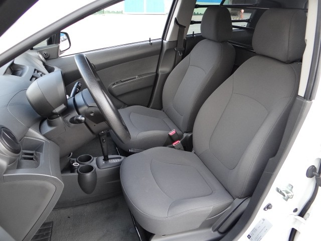 Cần bán gấp Chevrolet Spark đời 2011, màu trắng, nhập khẩu số tự động