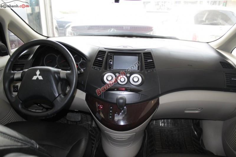 Cần bán lại xe Mitsubishi Grandis 2.4AT năm 2009, còn rất mới