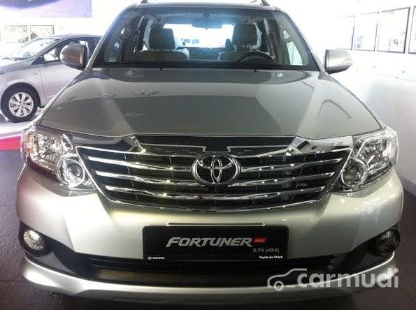 Bán Toyota Fortuner 2.7V năm 2015, màu bạc, giá 625 triệu