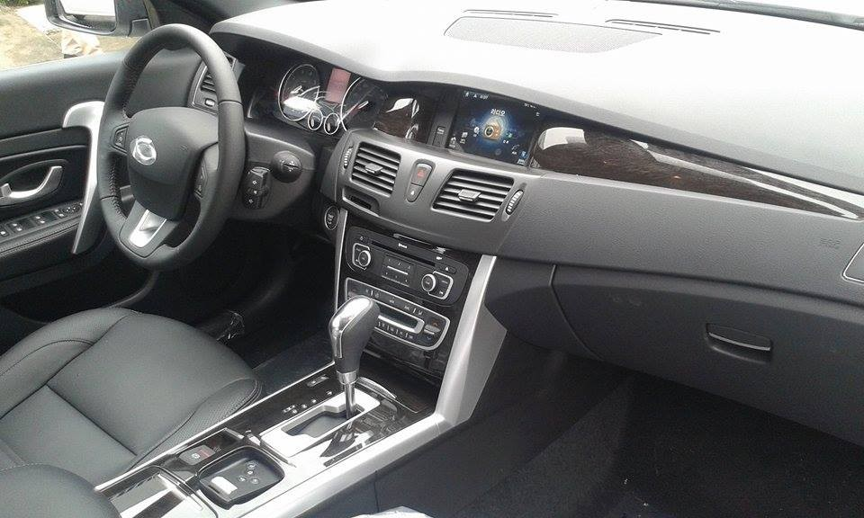 Mình cần bán xe Samsung SM5 Neo đời 2014, màu trắng, xe nhập, giá 895tr nhanh tay liên hệ