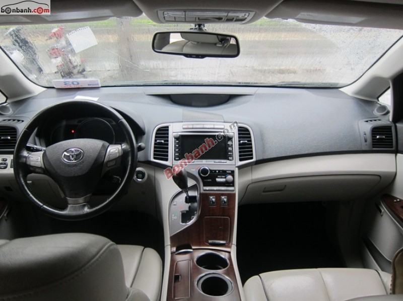 Cần bán gấp Toyota Venza 2.7AT sản xuất 2010, màu đen, nhập khẩu chính chủ