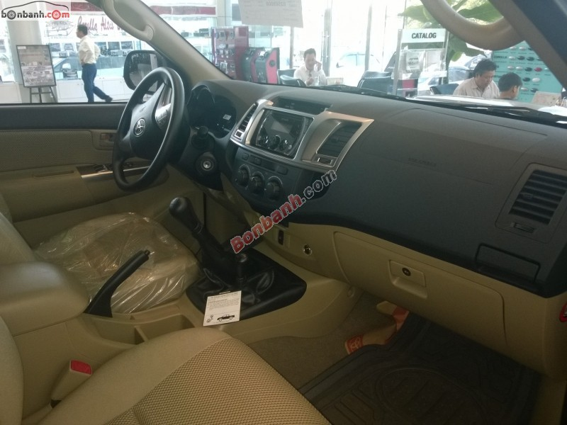 Cần bán xe Toyota Hilux G 3.0 MT 4x4 sản xuất 2015, màu bạc, nhập khẩu nguyên chiếc, giá chỉ 750 triệu