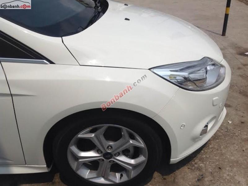 Cần bán Ford Focus 2.0 đời 2014, màu trắng, tình trạng xe mới 99%