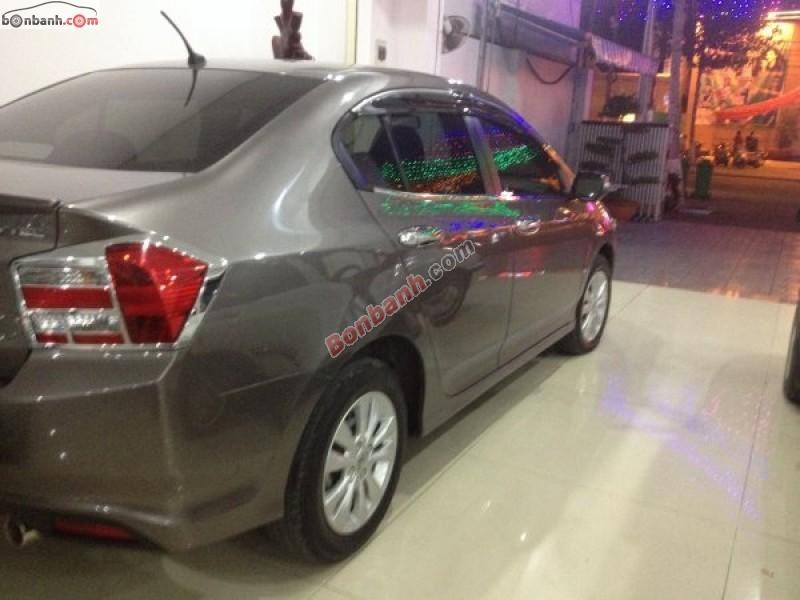 Honda City 1.5AT đời 2013, màu xám chính chủ