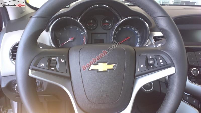 Cần bán xe Chevrolet Cruze LTZ 1.8L đời 2015, màu trắng - Kiểu dáng mạnh mẽ, phong cách thể thao