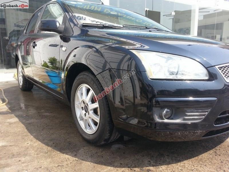 Cần bán Ford Focus 2.0L Ghia đời 2005, màu đen, xe đi đúng 70000km