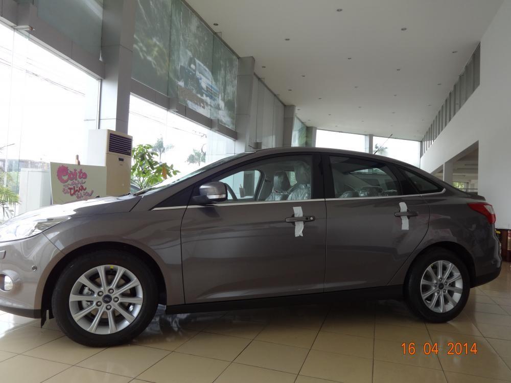 Cần bán xe Ford Focus MT đời 2014, màu xám, giá 639Tr