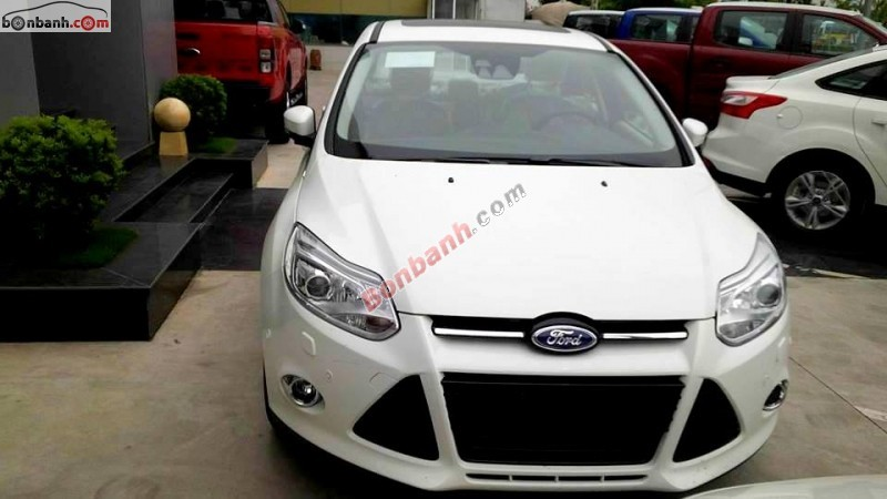 Cần bán xe Ford Focus 2.0 Titanium 2015, màu trắng, giá chỉ 780Tr