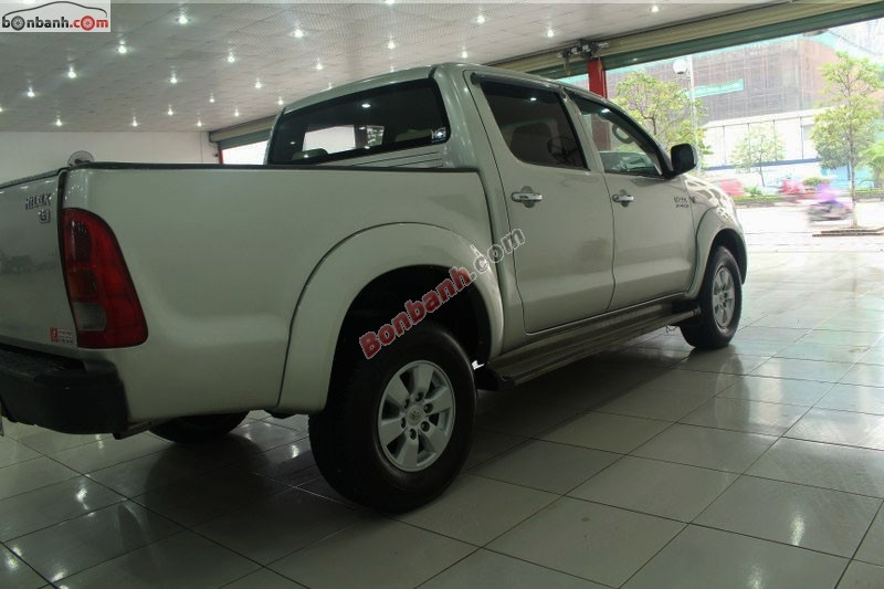 Cần bán Toyota Hilux 3.0G đời 2009, màu bạc, nhập khẩu nguyên chiếc số sàn
