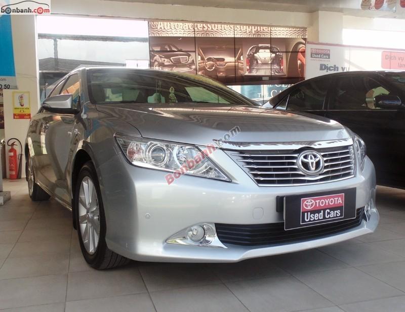 Cần bán Toyota Camry 2.5G đời 2013, màu bạc, xe đăng ký tên cá nhân