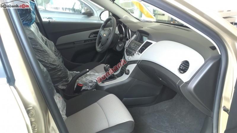 Cần bán xe Chevrolet Cruze LS 1.6L đời 2015, màu đen