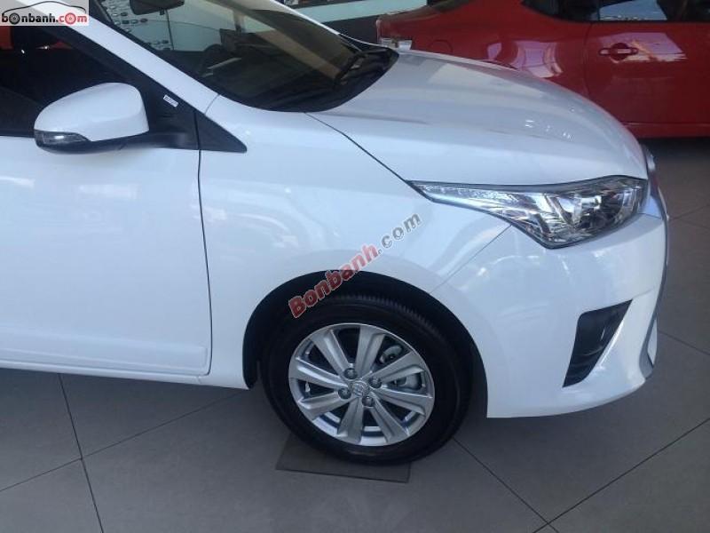Bán xe Toyota Yaris 1.3 2014. Tay lái bọc da, chỉnh tay 04 hướng