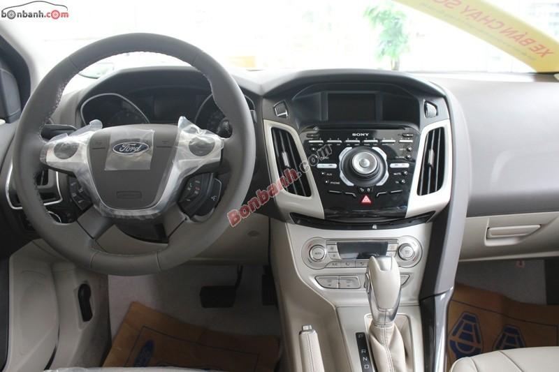 Mình cần bán Ford Focus Titannium 2.0 AT đời 2014, màu trắng, giá chỉ 800 triệu