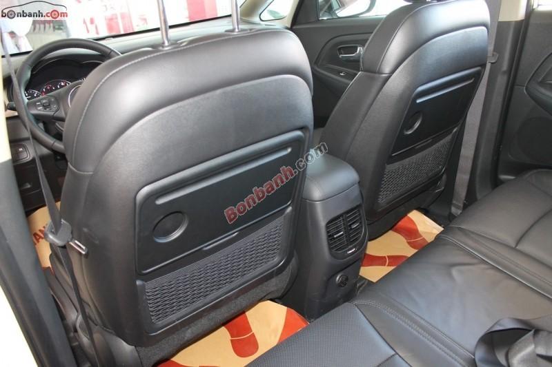 Cần bán xe Kia Rondo 1.7 CRDi AT đời 2015, màu trắng