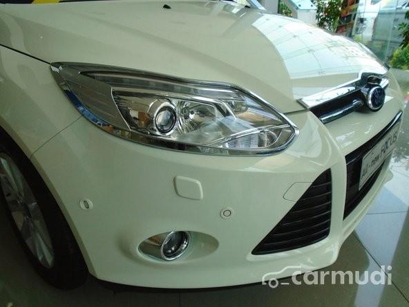 Cần bán Ford Focus 2.0L AT Sedan Titanium+ 6PS năm 2015, màu trắng