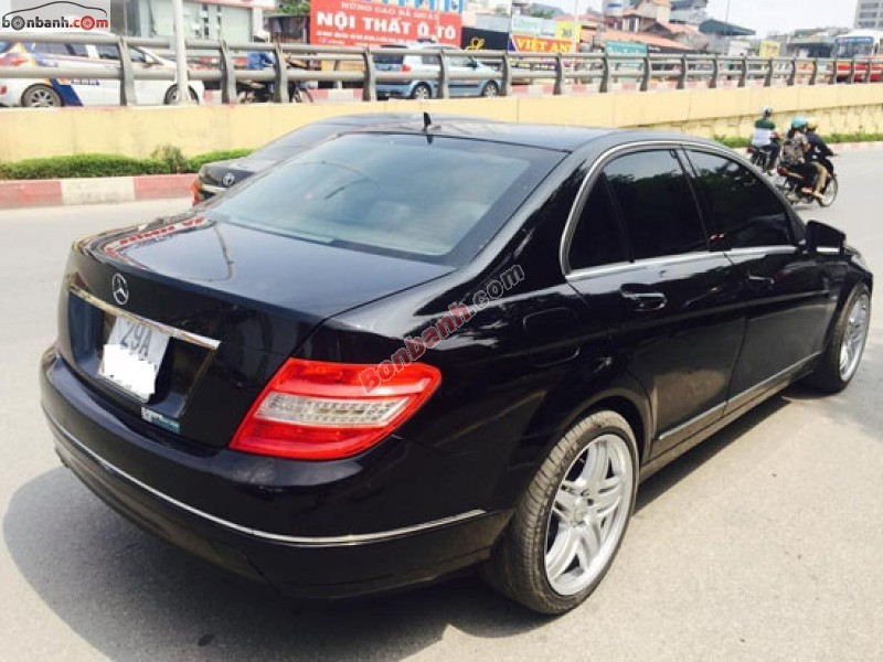 Cần bán gấp Mercedes đời 2010, màu đen chính chủ, xe đẹp nguyên bản