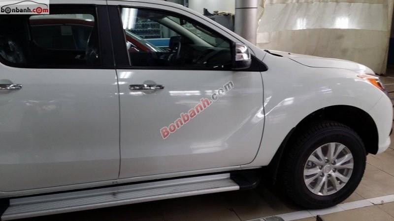 Bán xe Mazda BT 50 2.2 AT đời 2015, màu trắng, nhập khẩu