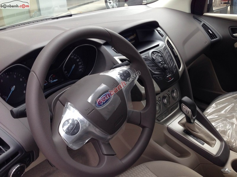 Bán ô tô Ford Focus đời 2015, màu bạc, xe đẹp sang trọng