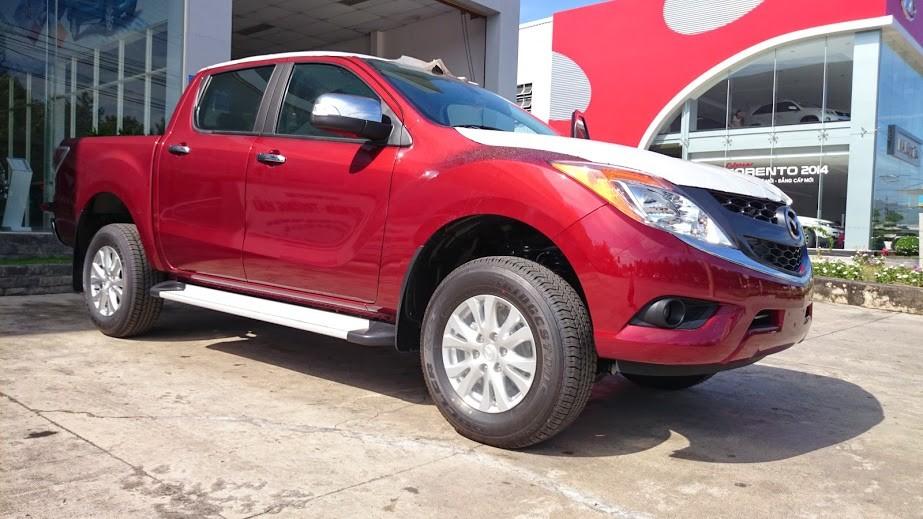 Cần bán Mazda BT 50 3.2L 4WD AT năm 2015, màu đỏ, nhập khẩu nguyên chiếc