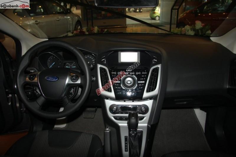 Bán xe Ford Focus 2.0 Sport đời 2015, màu trắng tại Hải Phòng Ford