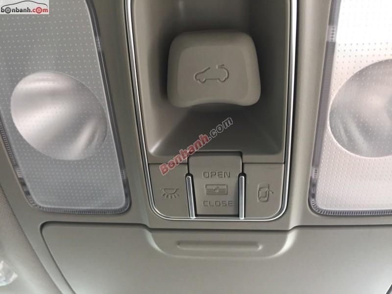 Cần bán xe Kia Rondo GAT đời 2015, màu trắng tại Kia Bình Dương