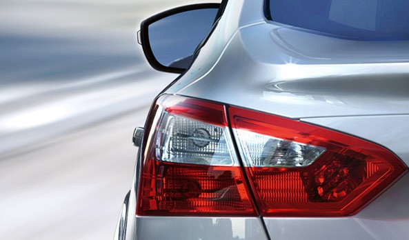 Cần bán Ford Focus 2.0 AT đời 2015, màu bạc giá 810 triệu